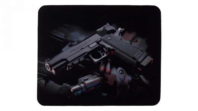 musmatta med pistol framsida