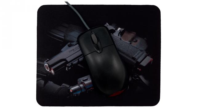 musmatta med pistol framsida med mus